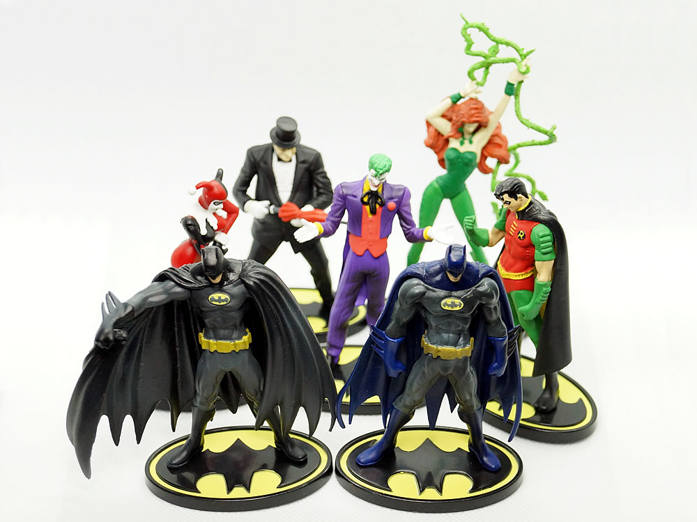 BATMAN MINI FIGURE COMICS SELECTION